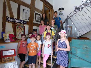Die Kinder im Heimatmuseum Nußbaum